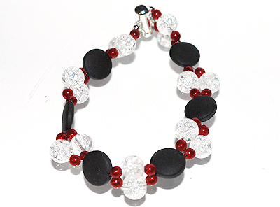 Armband röda svarta vita glaspärlor
