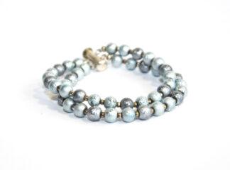 Tvåradigt armband grå glaspärlor