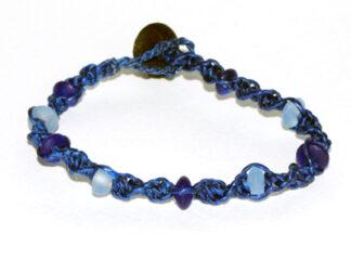 Makraméarmband blå