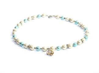 Halsband vita blå glaspärlor