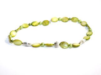 Halsband gröna snäckskals- glaspärlor