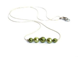 Halsband gröna glaspärlor