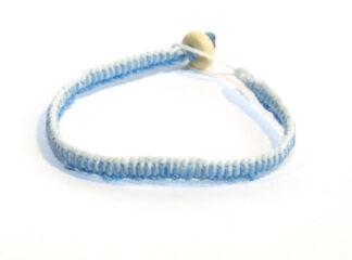 Makraméarmband vit blå