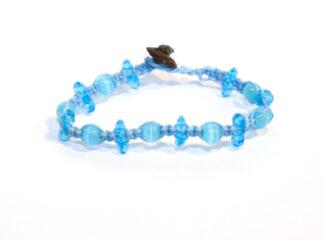 Ljusblått makraméarmband