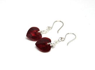 Silverörhängen röda hjärtan